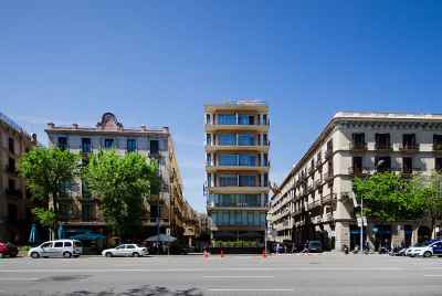 Building with tourist apartments for sale in the center of Barcelona only 5 min from the sea